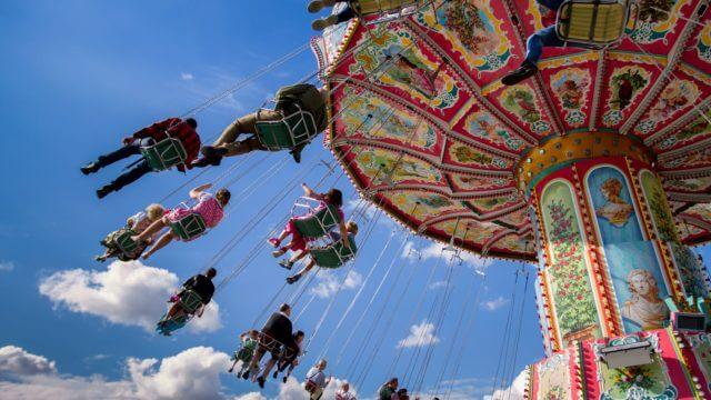 kettenkarussell karussell Oktoberfest wiesn fahrgeschft fahrgeschfte riesenrad theresienwiese